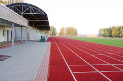 Pitch för fotboll för spår för friidrottstadion running arkivfoto