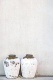 Pitcher gegen die Wand Lizenzfreie Stockfotos