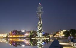 Piter pragnienie zabytek, Moskow, Rosja przy nocą Zdjęcia Stock