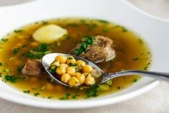 Piti de soupe avec le mouton et les pois chiches petey image stock