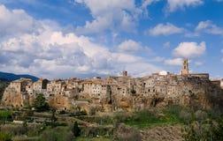 Pitigliano, één van de dorpen van de tuff beschaving stock foto