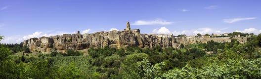 Pitigliano, Τοσκάνη, ευρύ πανόραμα γωνίας Εικόνα χρώματος στοκ φωτογραφία με δικαίωμα ελεύθερης χρήσης