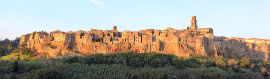 Free Pitigliano City On The Cliff In Summer Royalty Free Stock Images - 44735149