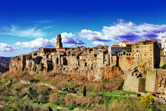 Pitigliano - den lilla medeltida staden vaggar på fotografering för bildbyråer