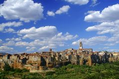 Pitigliano en wolken, Toscanië Stock Afbeeldingen