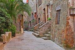 Pitigliano, Toscane, Italie : allée dans la vieille ville Photos libres de droits