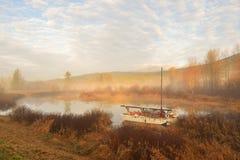 Pitt River y montaña de oro de los oídos en la salida del sol Foto de archivo libre de regalías