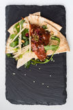 Pittabrot mit Salat Stockbilder