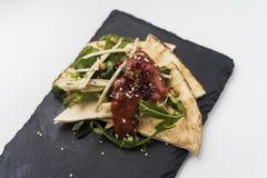 Pittabrot mit Salat Lizenzfreie Stockfotografie