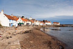 PITTENWEEM, FIFE/SCOTLAND - 8月13日:Pittenweem看法在Fi的 免版税图库摄影