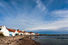 PITTENWEEM, FIFE/UK - 8月13日:Pittenweem Eas海边镇  库存图片