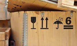 Pittogrammi di sicurezza su una scatola Immagine Stock Libera da Diritti