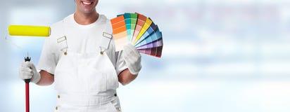 Pittore con il rullo di pittura immagini stock libere da diritti