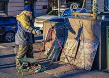 Pittore della via sulla prospettiva di Nevsky Fotografia Stock