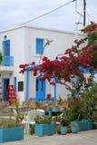 Pittoresk byggnad på ön av Tilos arkivbilder