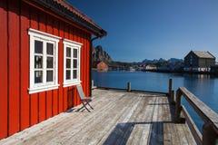 Pittoresk fiskeport i Henningsvaer på Lofoten öar, Fotografering för Bildbyråer