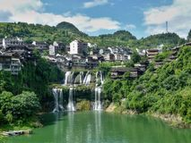 Pittoresk forntida stad i det Hunan landskapet i Kina - hibiskusstad Royaltyfri Bild