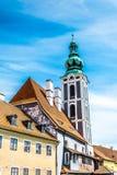 Pittoresk gammal tjeckisk stad av esk Krumlov gammal gatatown fotografering för bildbyråer
