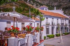 Pittoresk gata av Mijas Charmig vit by i Andalusia Arkivfoto