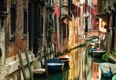 Pittoresk kanal i Venedig royaltyfri fotografi