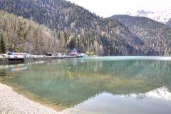 pittoresk ritsa för abkhazia lakeliggande Arkivfoto