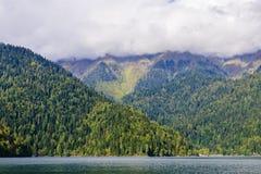 pittoresk ritsa för abkhazia lakeliggande Arkivbild