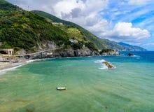 Pittoresk seascape av Cinque Terre National Park, Monterosso A Arkivfoton
