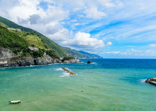 Pittoresk seascape av Cinque Terre National Park, Monterosso A Royaltyfri Bild