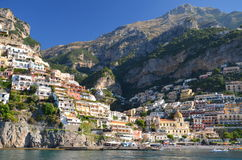 Pittoresk sikt av byn Positano, Italien Arkivbilder