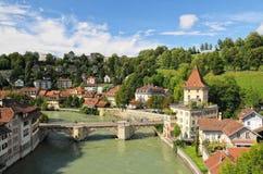 Pittoresk sikt av den Aare floden i Bern, Schweiz Arkivbild
