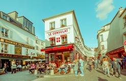 Pittoresk sikt av Montmartre gator i Paris Arkivbild