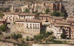 Pittoresk stad i Spanien Hus och forntida fästning Albarrac Royaltyfria Foton
