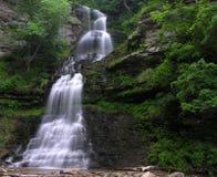 pittoresk vattenfall fotografering för bildbyråer
