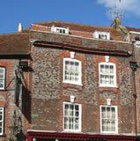 Pittoreska gamla krokiga Windows Royaltyfri Fotografi