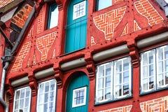 Pittoreska historiska byggnader i gammal stad av Lueneburg, Tyskland Royaltyfri Fotografi