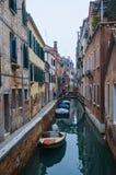 Pittoreska kanaler i Venedig Royaltyfria Bilder