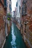 Pittoreska kanaler i Venedig Arkivbilder
