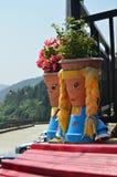 Pittoreska krukor dekorerade som två unga Asturians i Taramundi, Asturias, Spanien Konst historia, lopp royaltyfri foto