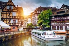Pittoreska timrade hus av Petite France i Strasbourg, Frankrike f royaltyfri fotografi