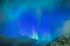 Pittoreska unika nordliga ljus Aurora Borealis Over Lofoten Islands i nordlig del av Norge Arkivfoto