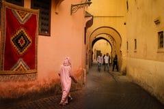 Pittoreskt hörn i medinaen marrakesh morocco royaltyfri foto