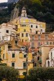 Pittoreskt h?rn Amalfi italy royaltyfria bilder