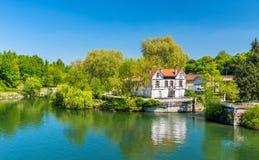 Pittoreskt landskap av den Charente floden på Cognac, Frankrike Royaltyfri Foto