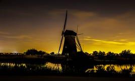 Pittoreskt landskap med väderkvarnar Royaltyfri Foto