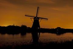 Pittoreskt landskap med väderkvarnar Royaltyfria Foton