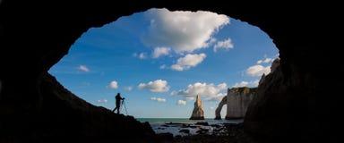 Pittoreskt panorama- landskap på klipporna av Etretat Naturliga fantastiska klippor Etretat Normandie, Frankrike, La Manche royaltyfri bild