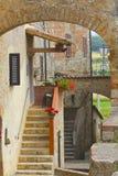 Pittoreskt Tuscan hus royaltyfria foton