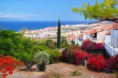 Pittoreskt utstående landskap av härliga las americas för semesterortplayade på tenerife, Spanien Arkivbilder