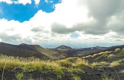 Pittoreskt vulkaniskt landskap av Mount Etna, Sicilien, Italien Royaltyfri Fotografi
