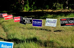 Pittsboro, NC :2016年竞选活动标志 免版税图库摄影